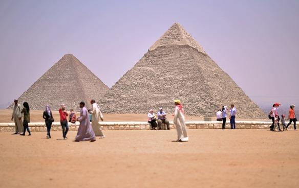 pyramids-2499780_960_720.jpg